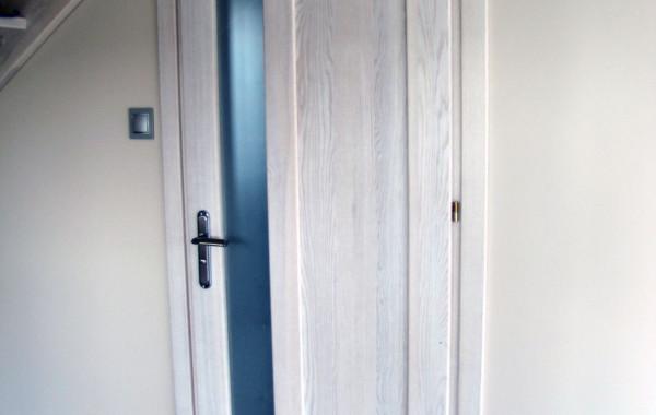 Drzwi jesionowe bielone