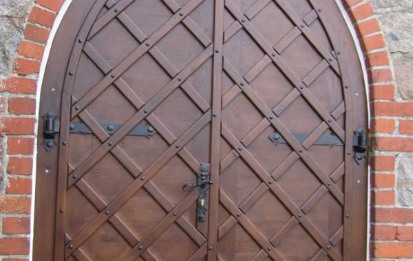 Drzwi w kościele