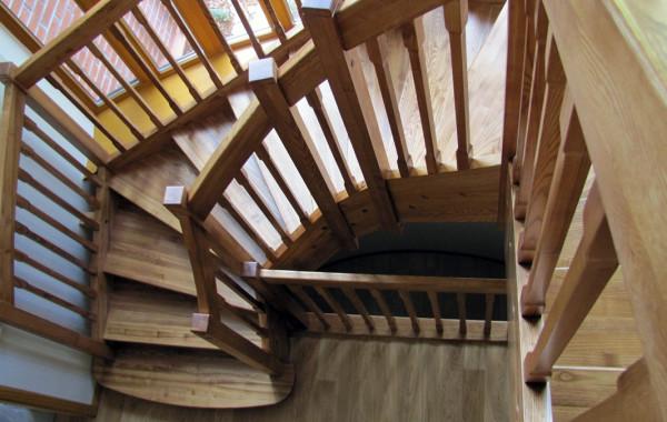 Balustrada drewniana, tralki kwadrat