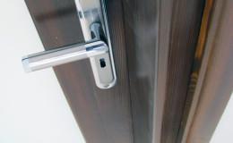 Drzwi-sosnowe-SZyba-na-cala-dlugosc-orzech-(3)