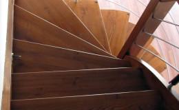 Schody-giete-jesionowe-bolcowe—-kolor-teak–(3)
