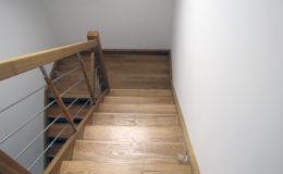 schody-q-debowe-z-podestem-kolor-giovanni-bpa-06-prety-inox-19