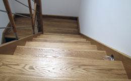 schody-q-debowe-z-podestem-kolor-giovanni-bpa-06-prety-inox-21