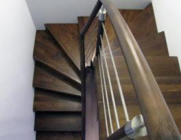 Schody-Q dywanowe jesionowe orzech