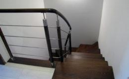 schody-q-dywanowe-jesionowe-orzech-porecz-okragla-plock-13