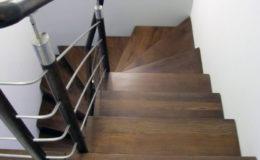 schody-q-dywanowe-jesionowe-orzech-porecz-okragla-plock-2