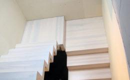 schody-q-dywanowe-jesionowe-bielone-2-podesty-grudziadz-6