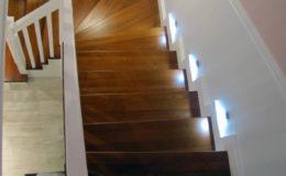 schody-q-tarczyn-na-beton-jesionowe-z-skanowniem-3-d-styl-angielski-20