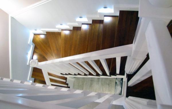 Schody-Q Tarczyn Na beton Jesionowe ze skanowaniem 3D