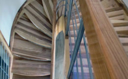 schody-q-giete-jesionowe-grudziadz-balustrada-ptery-inox-kolano-start-11