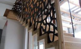 schody-q-dywanowe-debowe-konglomerat-lvl-malowane-na-czarno-1