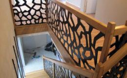 schody-q-dywanowe-debowe-konglomerat-lvl-malowane-na-czarno-15