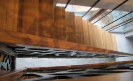 schody-q-dywanowe-debowe-konglomerat-lvl-malowane-na-czarno-19