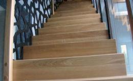 schody-q-dywanowe-debowe-konglomerat-lvl-malowane-na-czarno-3