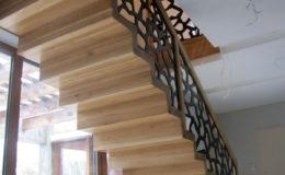 schody-q-dywanowe-debowe-konglomerat-lvl-malowane-na-czarno-7
