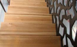 schody-q-dywanowe-debowe-konglomerat-lvl-malowane-na-czarno-8