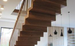 Schody Q.PL Torun Dywanowe wiszace debowe balustrada rura inox pion (9)