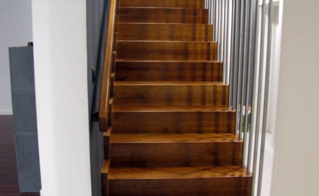 Schody-Q-Dywanowe-debowe-balustrada-rura-inox-pion-strop-Osrtroleka–(11)