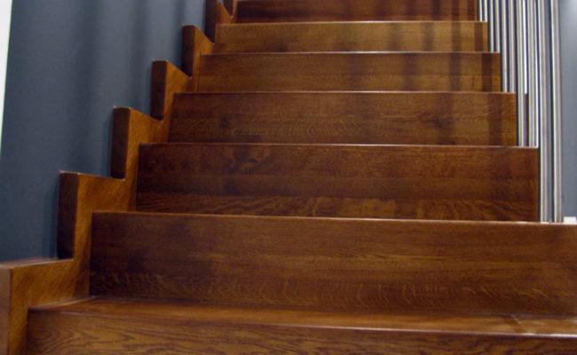 Schody-Q-Dywanowe-debowe-balustrada-rura-inox-pion-strop-Osrtroleka–(14)