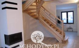 Schody-Q-Jesionowe-Policzkowe-samonosne-Olejowane–Balustrada-Czarne-prety-stal-Slupno–(1)