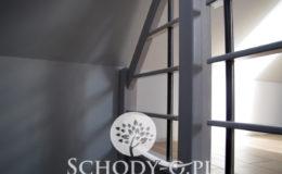 Schody-Q-Policzkowe-jesionowe-bielone-balustrada-listwa-poziomo–rura-inox-pion_14