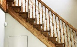 Stairs Q Londyn Jesionowe stylowe , rzezbione Omega tralka (9)